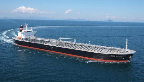 کاهش صادرات ۸۰۰ هزار بشکهای نفت ایران