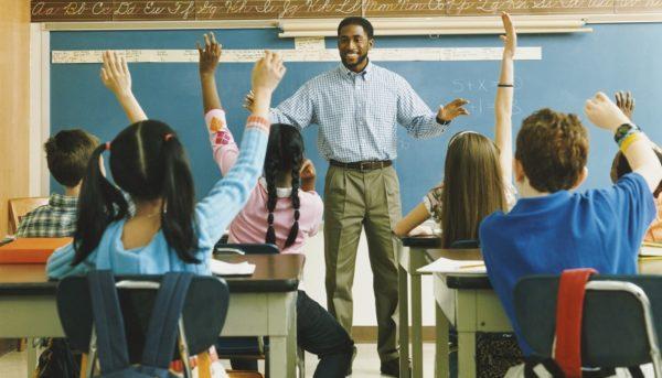معلمان در کشورهای مختلف چقدر دستمزد میگیرند؟