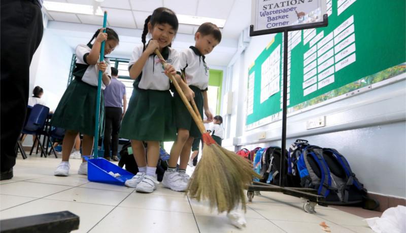 اقتصاد ژاپن تمیز کردن مدارس ژاپن دانشآموزان