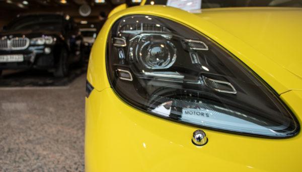 خودروهای خارجی همچنان گران میشوند/نوسان ۱۰ تا ۵۵ میلیون تومانی در بازار