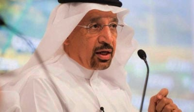 عربستان روزانه ۵۰۰ هزار بشکه از عرضه نفت به بازارهای جهانی میکاهد