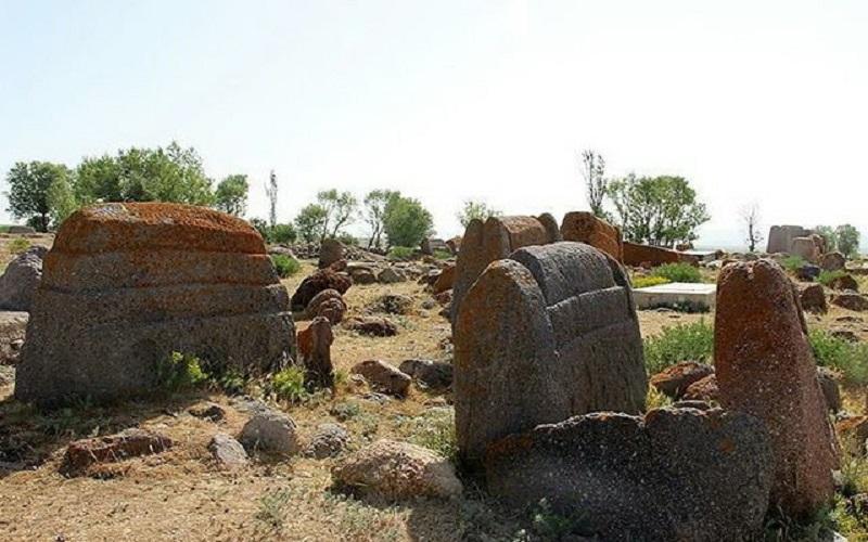 گورستان تاریخی«پیرنق»؛ ظرفیت پنهان گردشگری تاریخی نیر