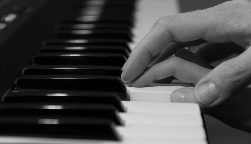 نواختن پیانو یادگیری مهارت جدید