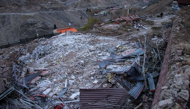 ویلایی که با خاک یکسان شد/ویلای میلیاردی اوشان پس از تخریب! (گزارش تصویری)
