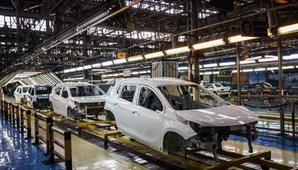 قیمت خودروهای کارخانهای از بازار سبقت میگیرد