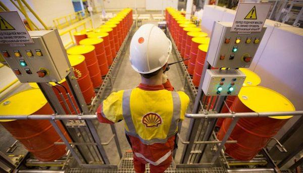 عواملی که بازار جهانی نفت را تکان میدهد