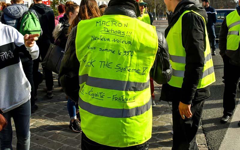 واکنش یورو به اعتراضات فرانسه