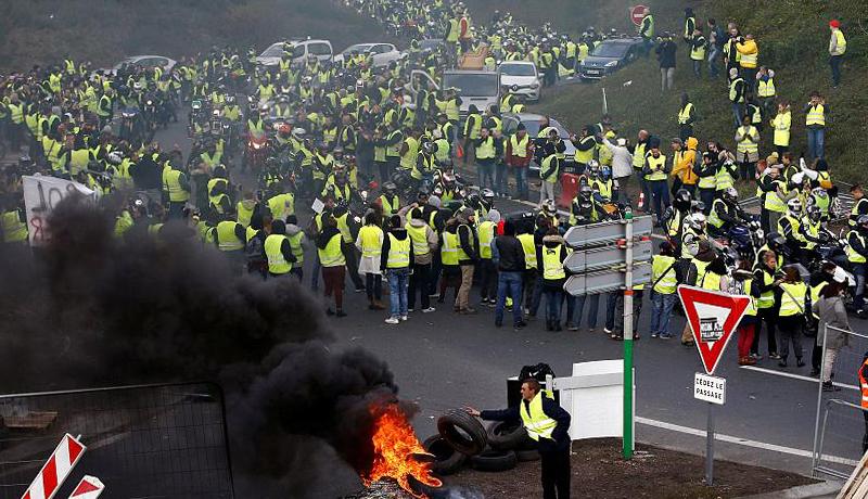 تظاهرات گسترده فرانسه به روایت یک گزارش تصویری