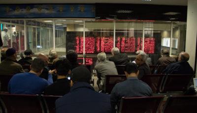 بورس در چنگ بانکیها / رشد بی رمق شاخص بورس