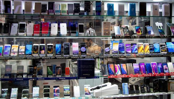 ورود اپراتورهای تلفن همراه به بازار موبایل / وام ۲۰۰ میلیارد تومانی به ایرانسل و همراه اول