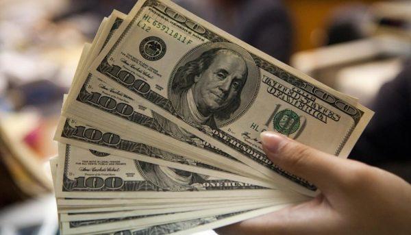 افت و خیز دلار روی مرز روانی