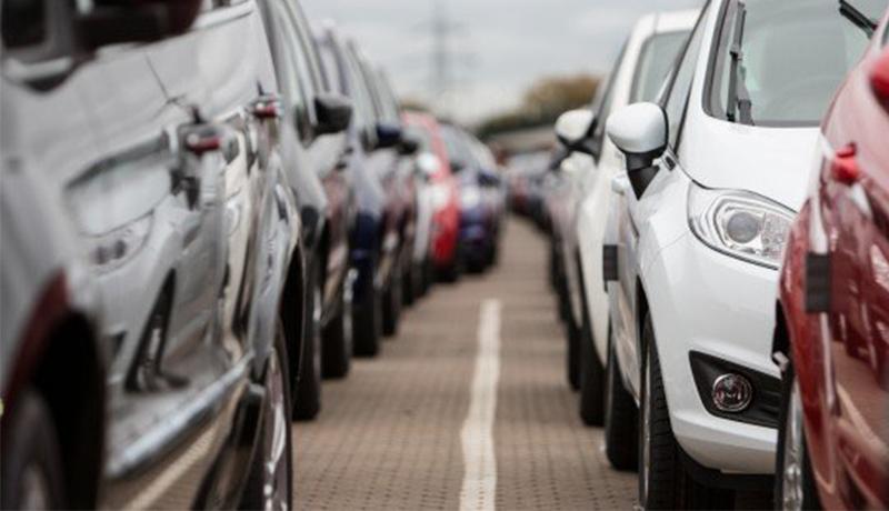 آخرین قیمتها در بازار خودروهای خارجی / آزادسازی خودروهای دپوشده با قیمتها چه کرد؟