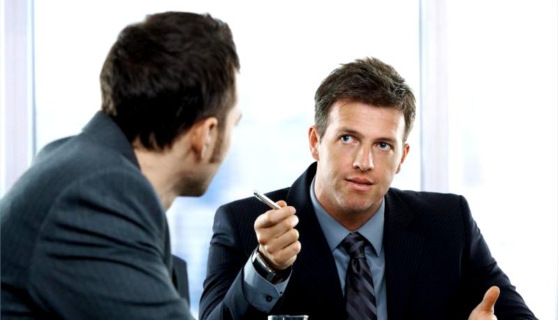 صحبت کردن کارمند متخلف
