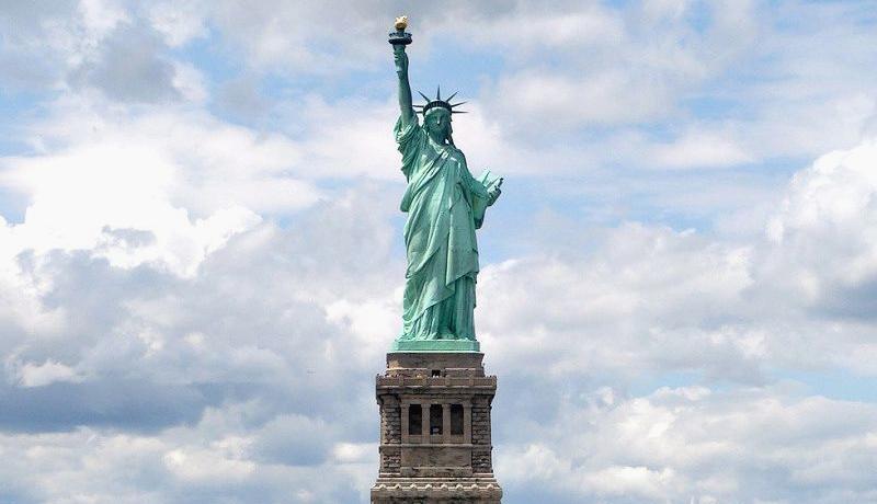 مجسمه آزادی اقتصاد آمریکا