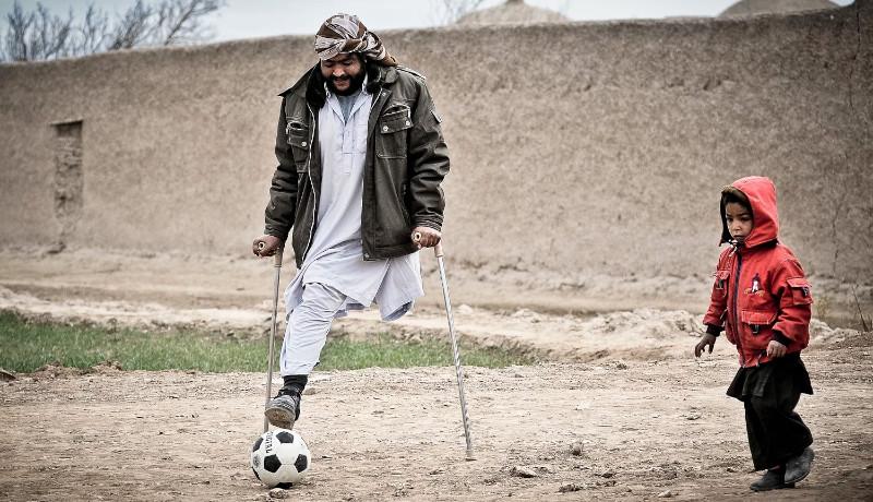 مرد معلول افغانستانی اقتصاد افغانستان