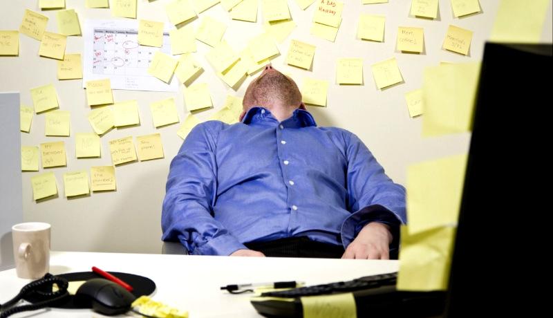 مرد خسته تعلل در کار
