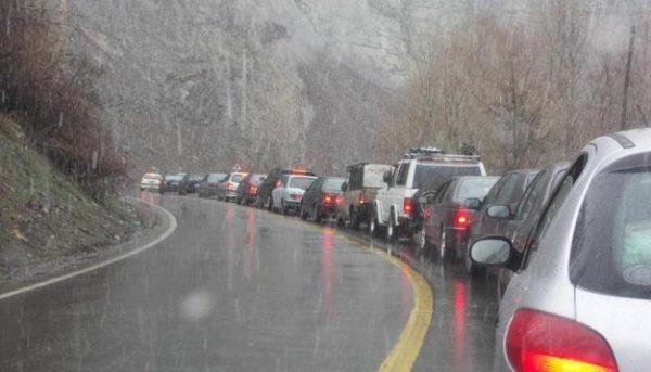 وضعیت نیمهبحرانی جادهها / شرایط جوی برای سفر مناسب نیست