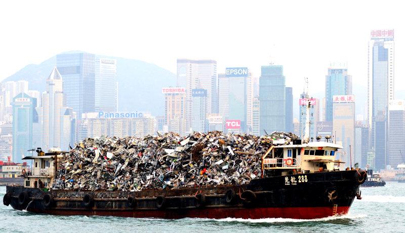 کشتی باری حمل زباله