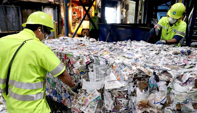 کارگران چینی مجموعه بازیافت زباله