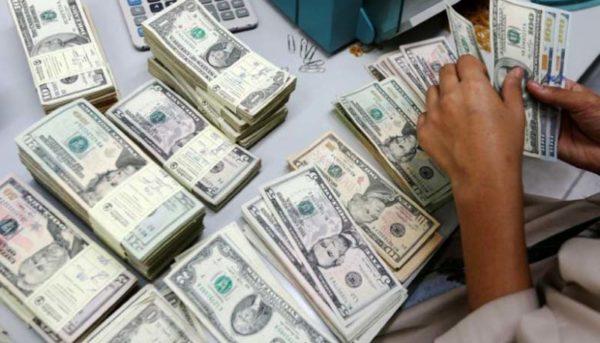 افت قیمت دلار و یورو / قیمت ارز صرافی ملی ۹۸/۴/۴