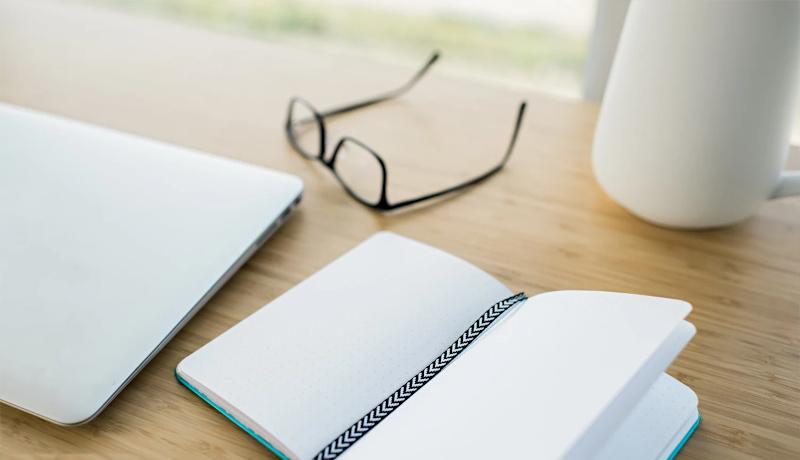 شروع صبح دفتر یادداشت عینک