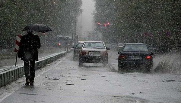 شدت بارش در مناطق جنوب و جنوب غرب افزایش مییابد