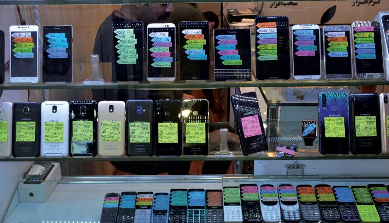 بازگشت موبایلهای قدیمی به بازار (گزارش تصویری)