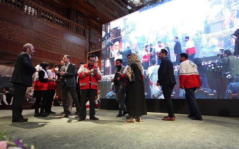 جمعآوری بیش از ۲۵٫۳ میلیارد تومان کمک مردمی در گردهمایی اکران فیلم تختی در بازار بزرگ ایران