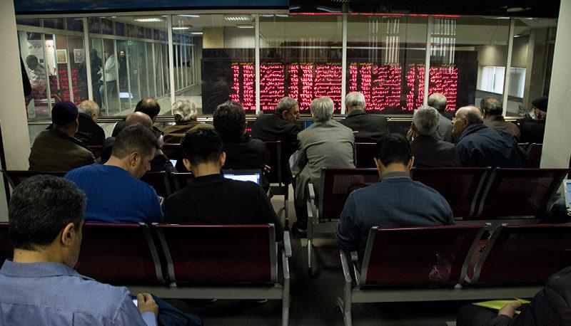 بازار سهام چقدر از اخبار سیاسی تاثیر میپذیرد؟ / ۴ عاملی که شاخص بورس را شارژ میکند