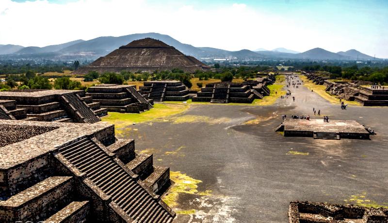 نمایی از شهر تئوتیئواکان در مکزیک