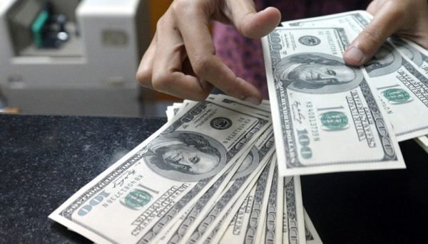 دولت امسال با کسری بودجه مواجه نمیشود / احتمال کاهش قیمت دلار با راهاندازی بازار متشکل ارزی