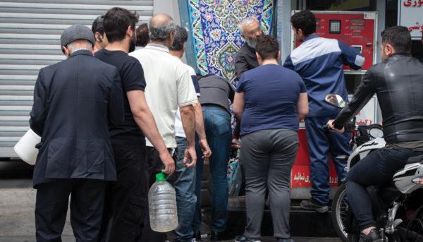 صفهای طولانی بنزین در جایگاههای تهران (گزارش تصویری)