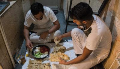 یک روز کاری در یک نانوایی / کارگرانی که خواب ندارند اما کلاس زبان میروند! (گزارش تصویری)