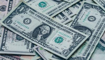 خسران بیسابقه دلار؛ از احتکار و کمبود گرفته تا ضربه به تولید