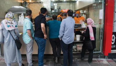 صفهای خرید آش و حلیم و خلوتی قنادیها (گزارش تصویری)