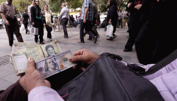 سرگردانی صرافیهای خیابان فردوسی / قیمت دلار در بازار آزاد چقدر است؟