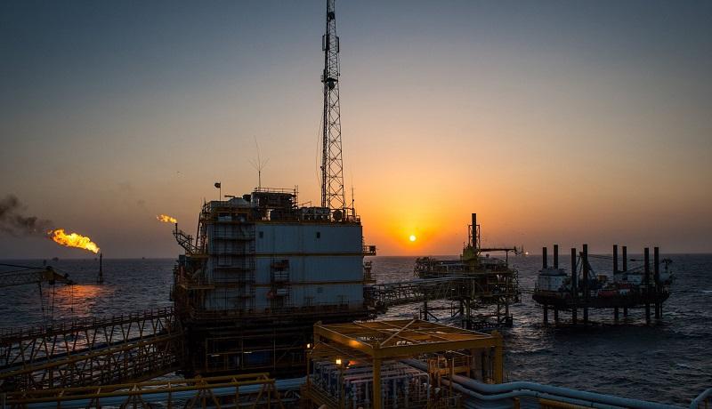 وضعیت صادرات نفت ایران در ماه می / چرا ایران نفت خود را در خشکی و دریا دپو میکند؟