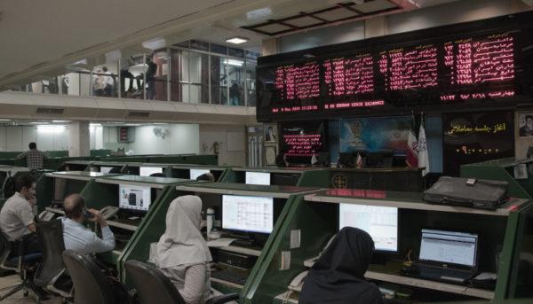 بازدهی ۲٫۸ درصدی بورس در هیاهوی اتفاقات سیاسی