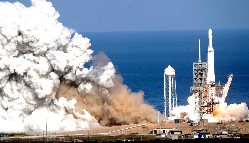 Falcon Heavy lifting up