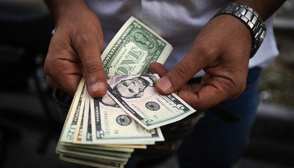 قیمت دلار یک پله دیگر کاهش یافت / قیمت ارز صرافی ملی ۹۸/۴/۲۴