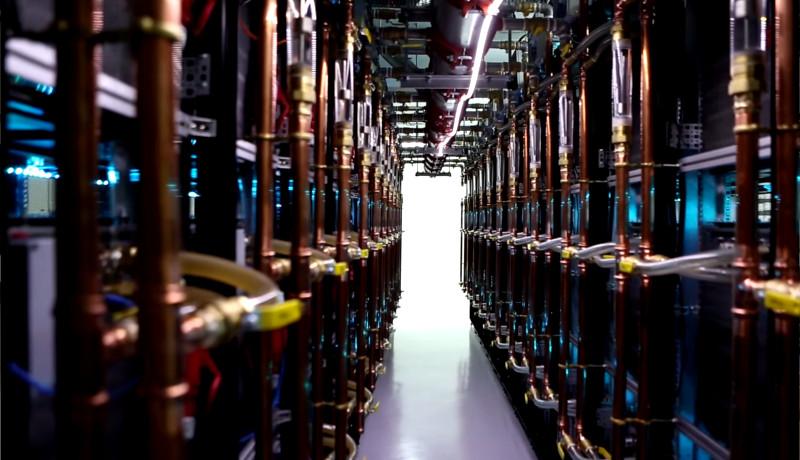 ساختمان بیتکوین ماینینگ کامپیوتر