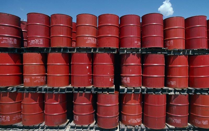 افت قیمت نفت پس از کاهش نرخهای بهره آمریکا