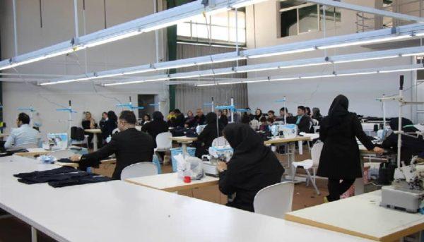 شرایط بحرانی در تولید پوشاک / ۸۰ درصد مواد اولیه پوشاکیها از خارج تامین میشود