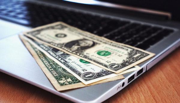 فرود دلار، صعود بورس / روزی که شاخص ارزی پایینترین قیمت سال را ثبت کرد