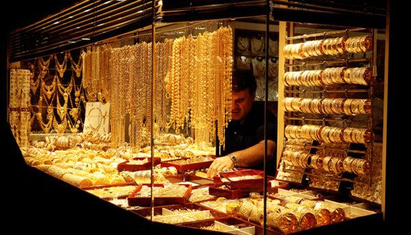 ریزش قیمت در بازار سکه ادامه دارد / قیمت طلا و دلار امروز ۹۸/۵/۳۱