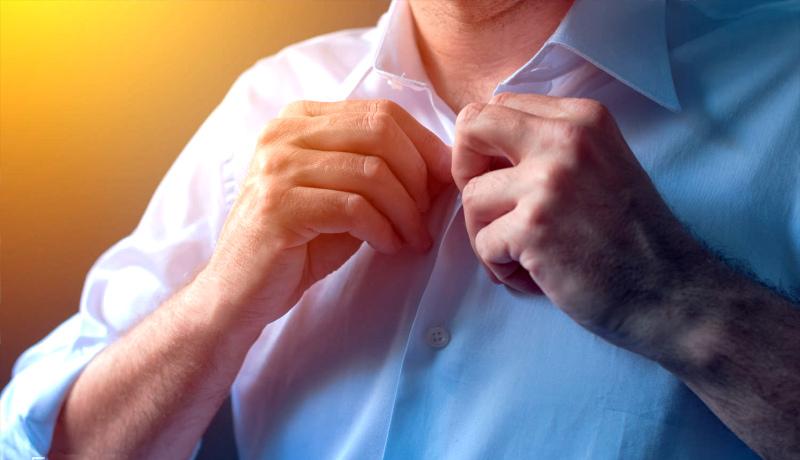 بستن دکمه پیراهن
