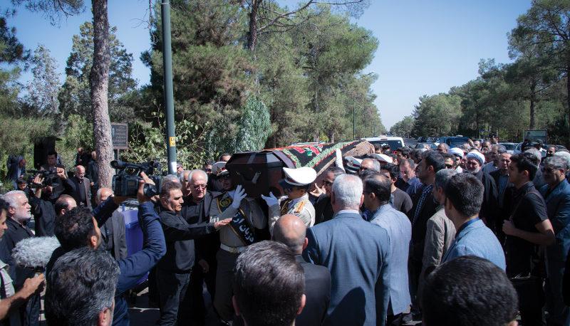 مراسم خاکسپاریپیکر مرحوم اسدالله عسگراولادی (گزارش تصویری)