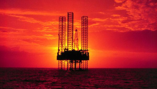 نوسانات قیمت نفت ناشی از چه عواملی است؟ (اینفوگرافیک)