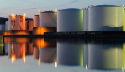 کاهش قیمت نفت با آغاز دور جدید تعرفههای چین و آمریکا