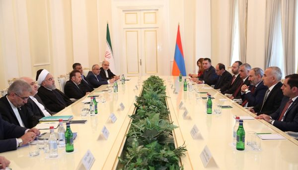 «اتصال خلیج فارس به دریای سیاه» در مذاکرات روحانی در ارمنستان